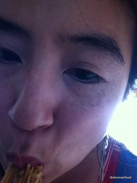 Jiwon with Korean eyes eating noodles